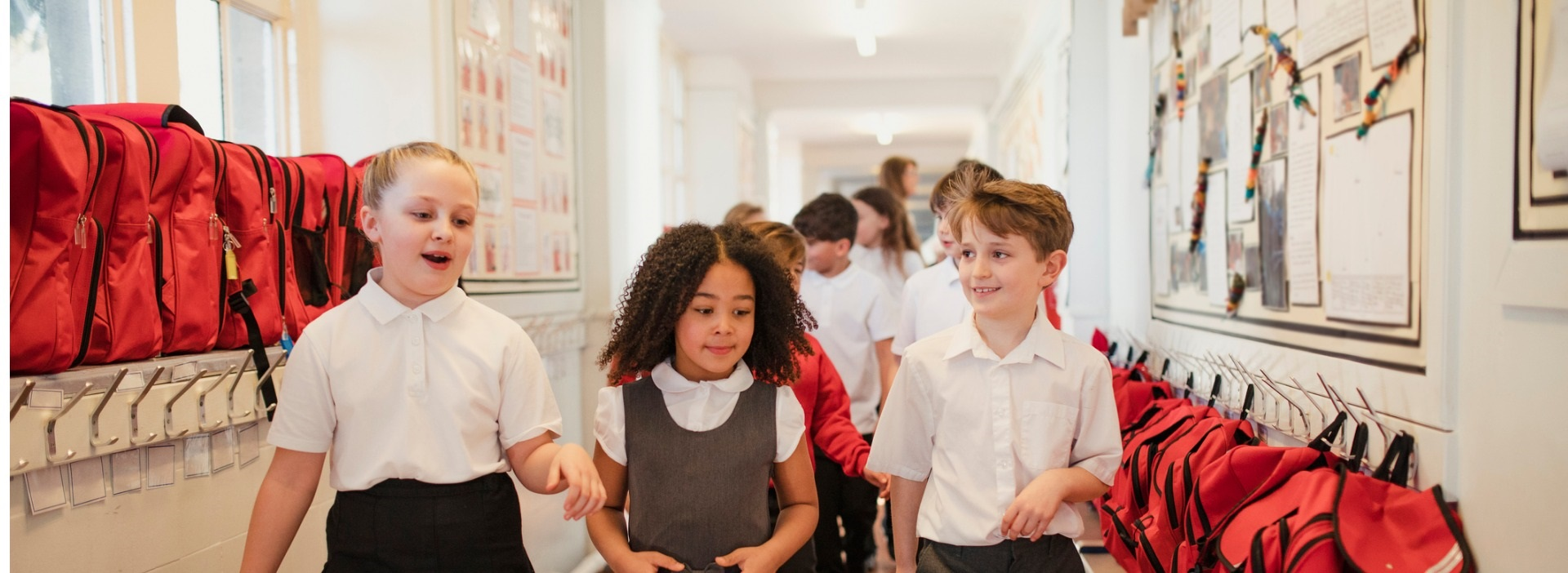 images/Page-width-banners/Ext-Banners-1920x622/school-children-walk-through-the-corridor-picture-id1007218540_1920_x_702.jpg